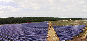 Die neue Freiland-Photovoltaikanlage, die Athos Solar im brandenburgischen Pritzen in Betrieb nimmt, hat eine Gesamtleistung von 9.990 Kilowatt Peak (KWp).